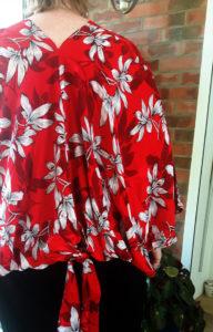 blouse dos nu rouge motifs floraux