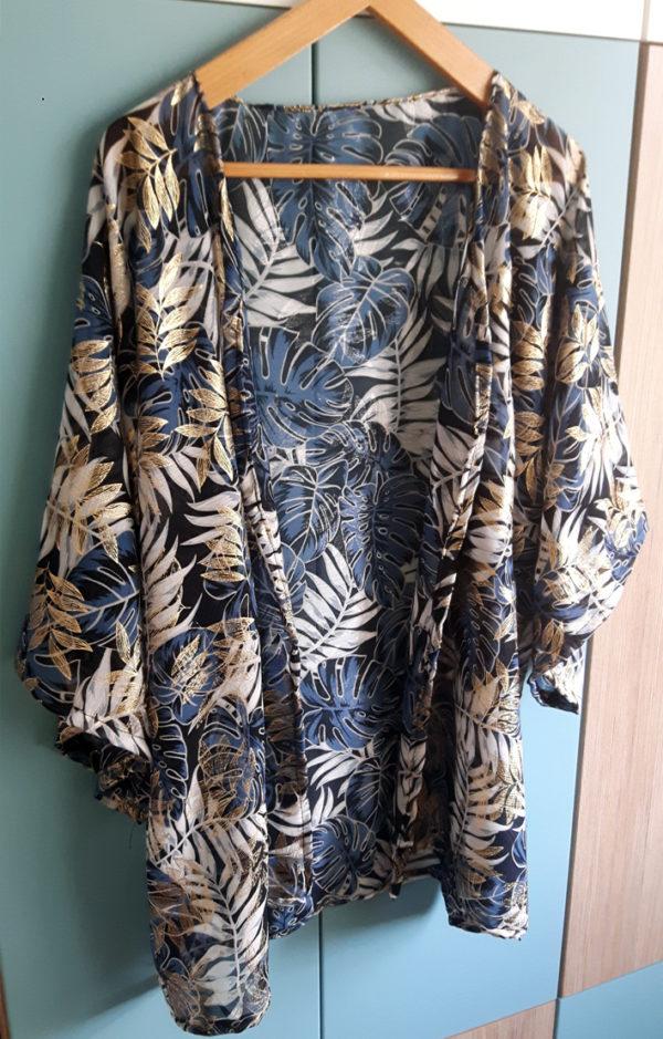 kimono sur un cintre