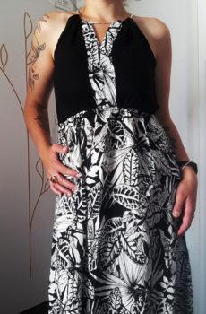 Robe à fleurs noires et blanches
