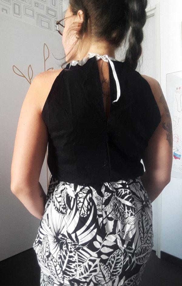robe a fleurs noire et blanche vue de dos