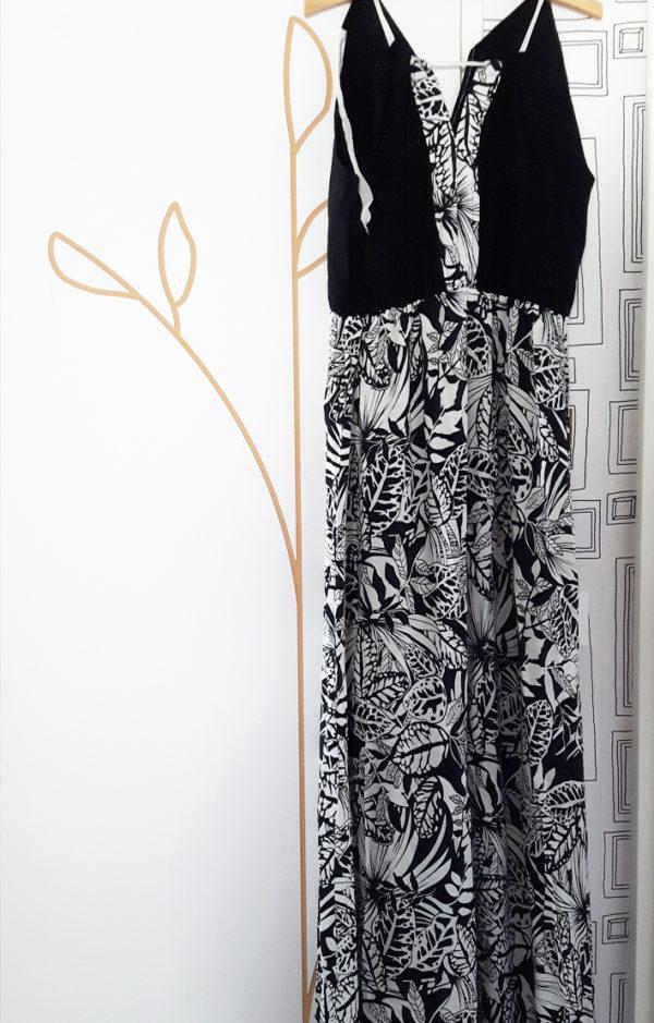 robe a fleurs noire et blanche