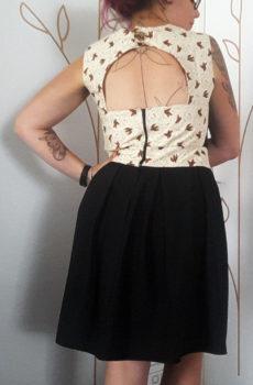 robe sur mesure avec un dos nu noire à mottif