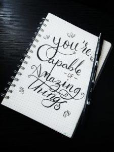 Carnet ou est écrit une phrase inspirante