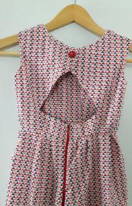 robe fillette de dos motif triangles